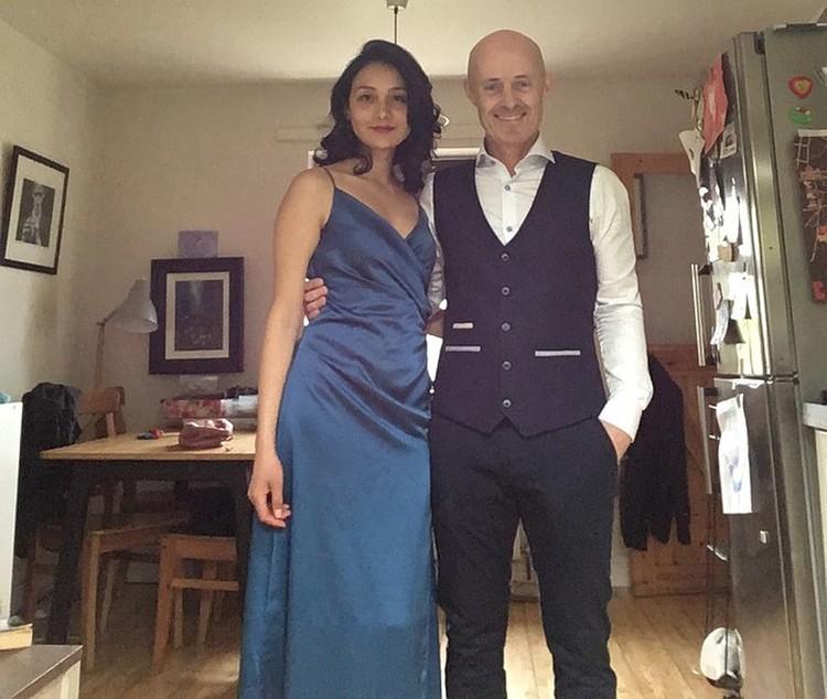 Брайан Финнеган и его жена Ева. Ирландский композитор действительно похож на загадочного мужчину Толкалиной. Фото: Инстаграм.