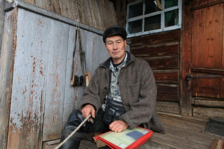 Андриян Хромов сам родился и вырос в таежной деревне. Фото: Борис СЛЕПНЕВ.