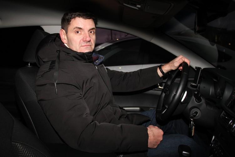 По словам Юрия Сухарева, при нынешних ценах на услуги такси приходится вкалывать по 12-14 часов за смену.