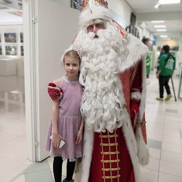 Саша попросила у Деда Мороза куклу