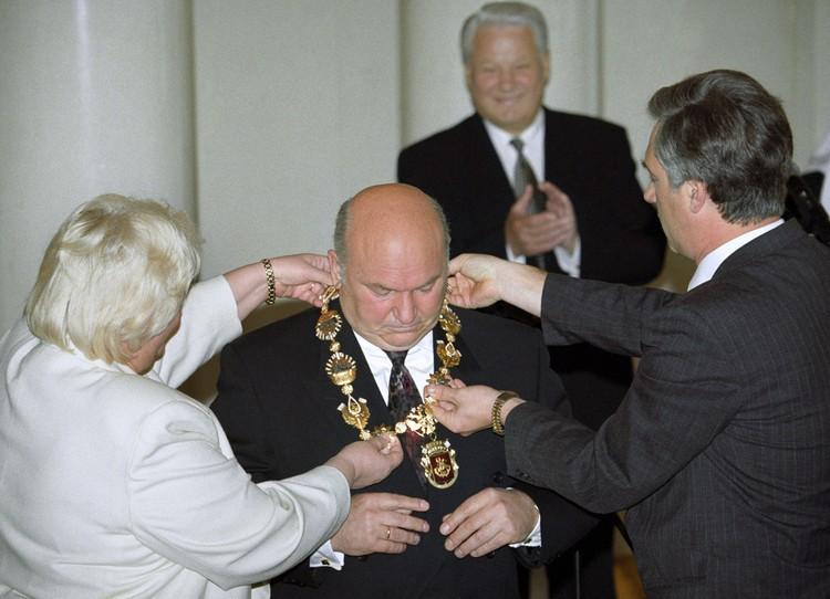 Мэр Москвы Юрий Лужков и президент РФ Борис Ельцин во время церемонии инаугурации, 1996 г. Фото Александра Чумичева /ИТАР-ТАСС/.