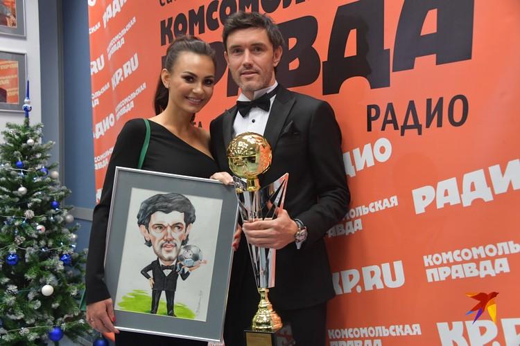 Юрий и Инна Жирковы с традиционными атрибутами премии