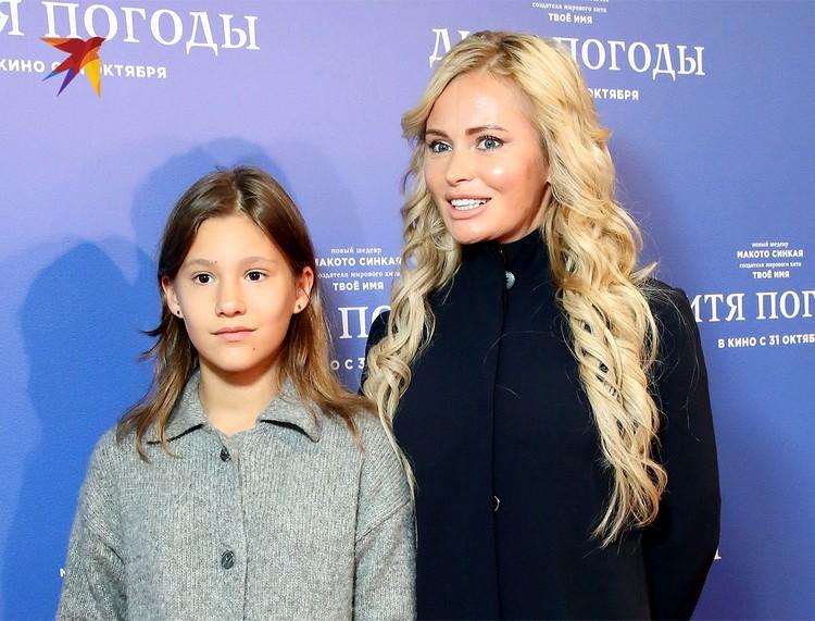 Дана Борисова с дочкой, октябрь 2019 г.