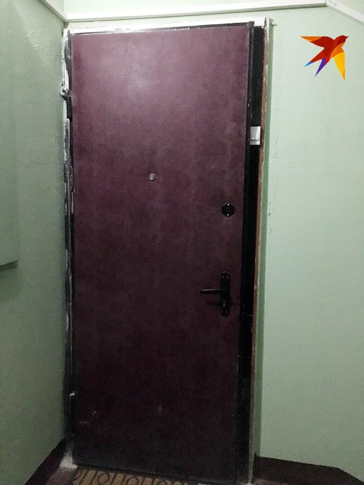 Входная дверь в квартиру Евгения Манюрова