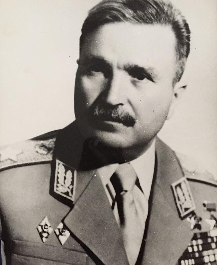 Министр обороны Болгарии Добри Джуров тоже был тогда на грани смерти, но выжил.