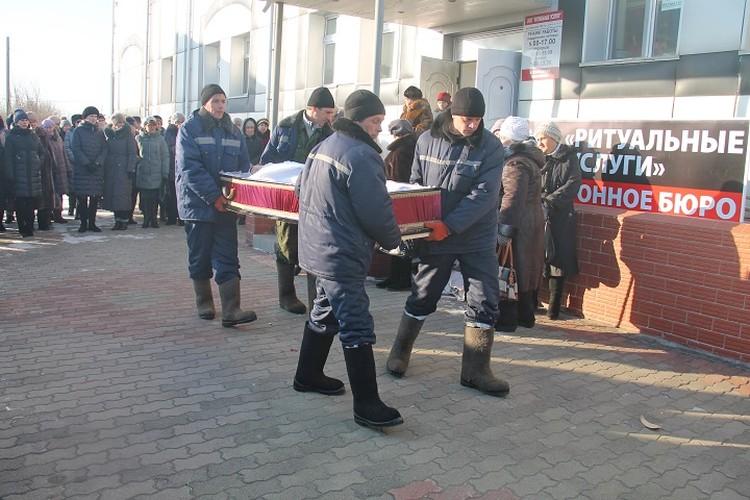 Родители хотят установить на детском садике мемориальную доску с именем Валентины Сигаевой. Фото: Виктор ЧЕРНЕНКО