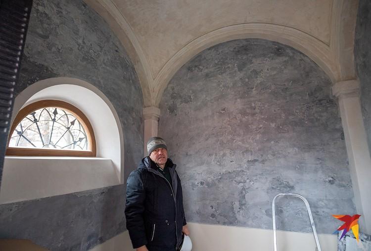 Реставраторы особенно гордятся восстановлением внутреннего убранства гробницы князей Волконских