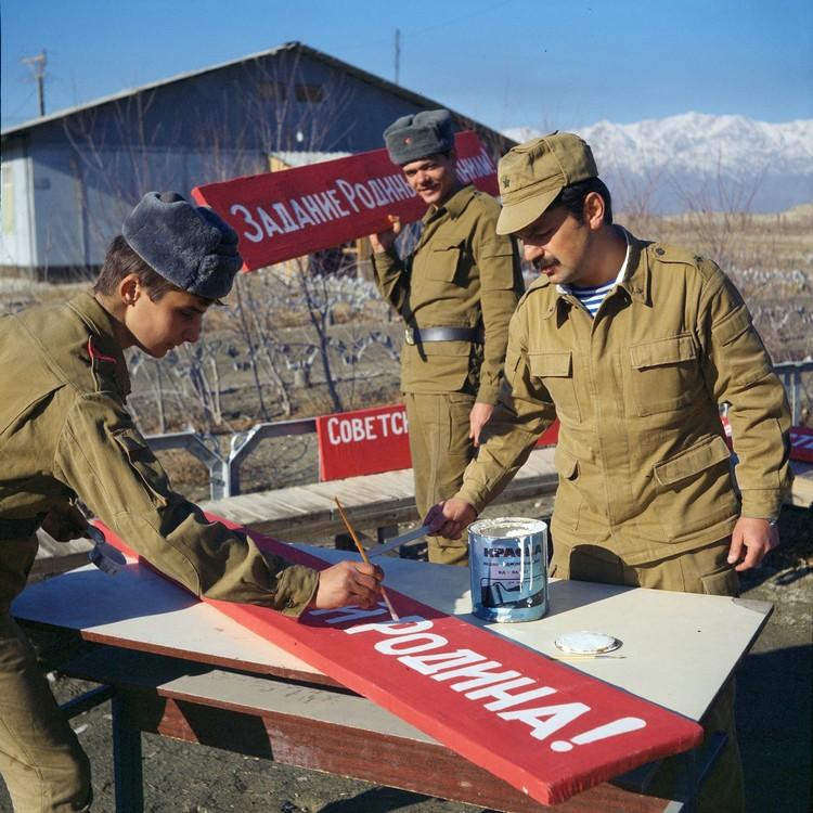 Вопросов было много, но главное заключалась прежде всего в поддержании у личного состава, особенно у приписного состава, высокого морально-политического духа, крепкой воинской дисциплины. Фото: Виктор Хабаров/ZERKALO