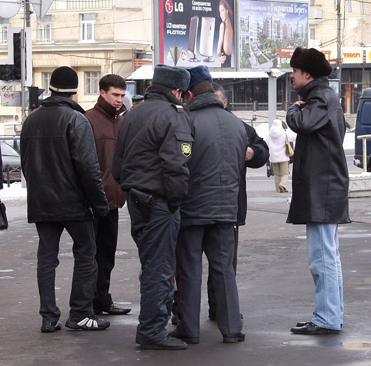 Нелегалы - добыча нечистых на руку участковых, патрульных и других контролеров