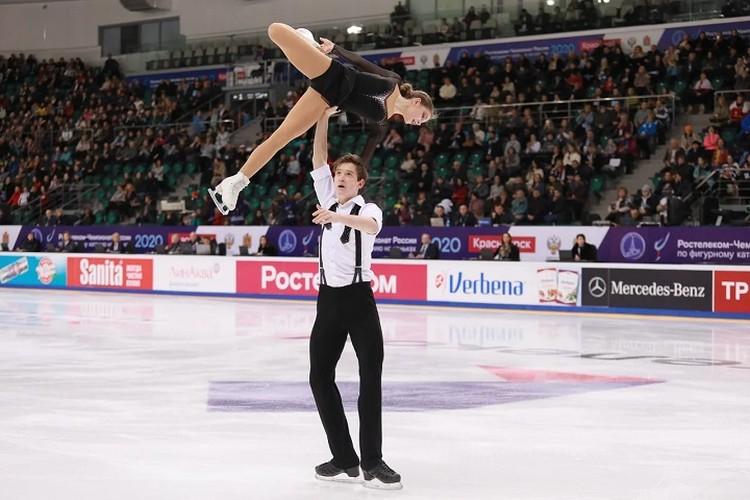 Его подопечные Екатерина Белова и Дмитрий Чигирев чисто выполнили все сложные элементы.