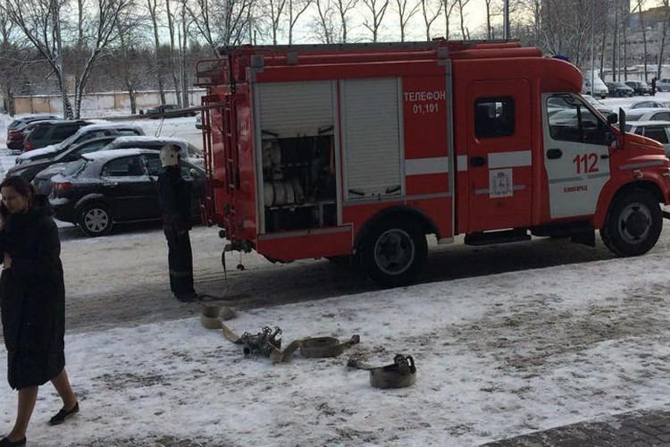 На место выезжали несколько пожарных машин. ФОТО: Анна Вингурт.