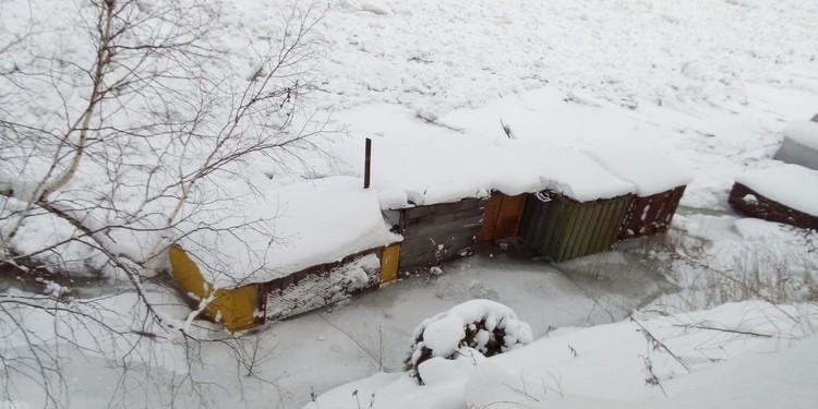 Топит лодочные станции и гаражи Фото: Соцсети