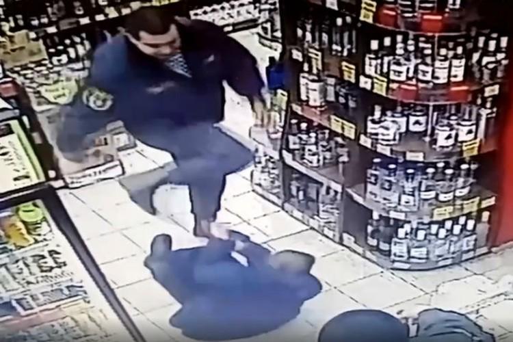 Поход в магазин за алкоголем закончился избиением.