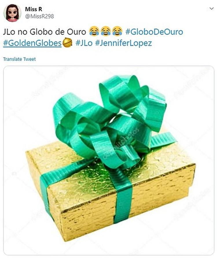 В соцсетях наряд Джей Ло сравнивают с упаковкой от подарка. Фото: Соцсети.