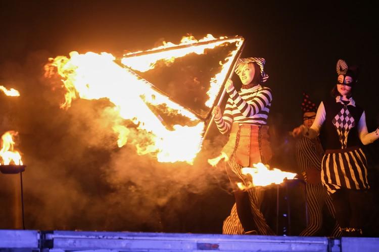 В финале фестиваля гостей и жителей Санкт-Петербурга ждало грандиозное пиротехническое шоу.