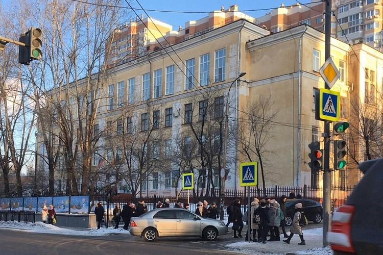 Сообщения о заложенных взрывных устройствах получили все школы Хабаровска