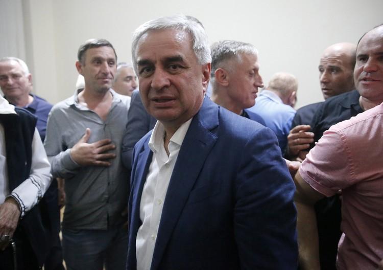 Выигрыш Хаджимбы президентских выборов в августе 2019-го стал причиной для дополнительной ненависти. Фото: Валерий Матыцин/ТАСС