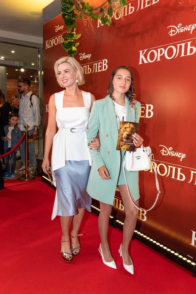 Новогодние праздники 14-летняя дочь балерины провела не с мамой в Таиланде, а в Хельсинки с отцом и его возлюбленной.