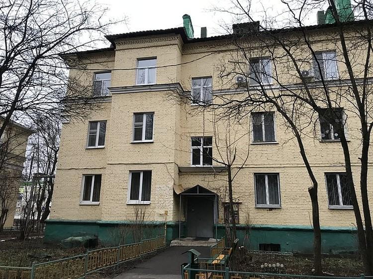 Семья Мишустиных жила в Лобне с 1980 года, на улице Циолковского в старом кирпичном доме.