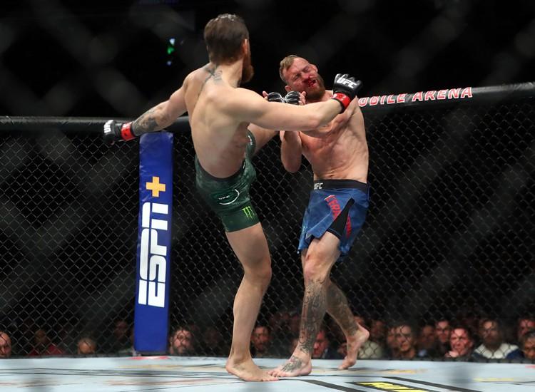 Боец UFC Конор Макгрегор победил на турнире UFC 246 нокаутом в первом раунде американца Дональда Серроне. Поединок продлился всего 40 секунд.