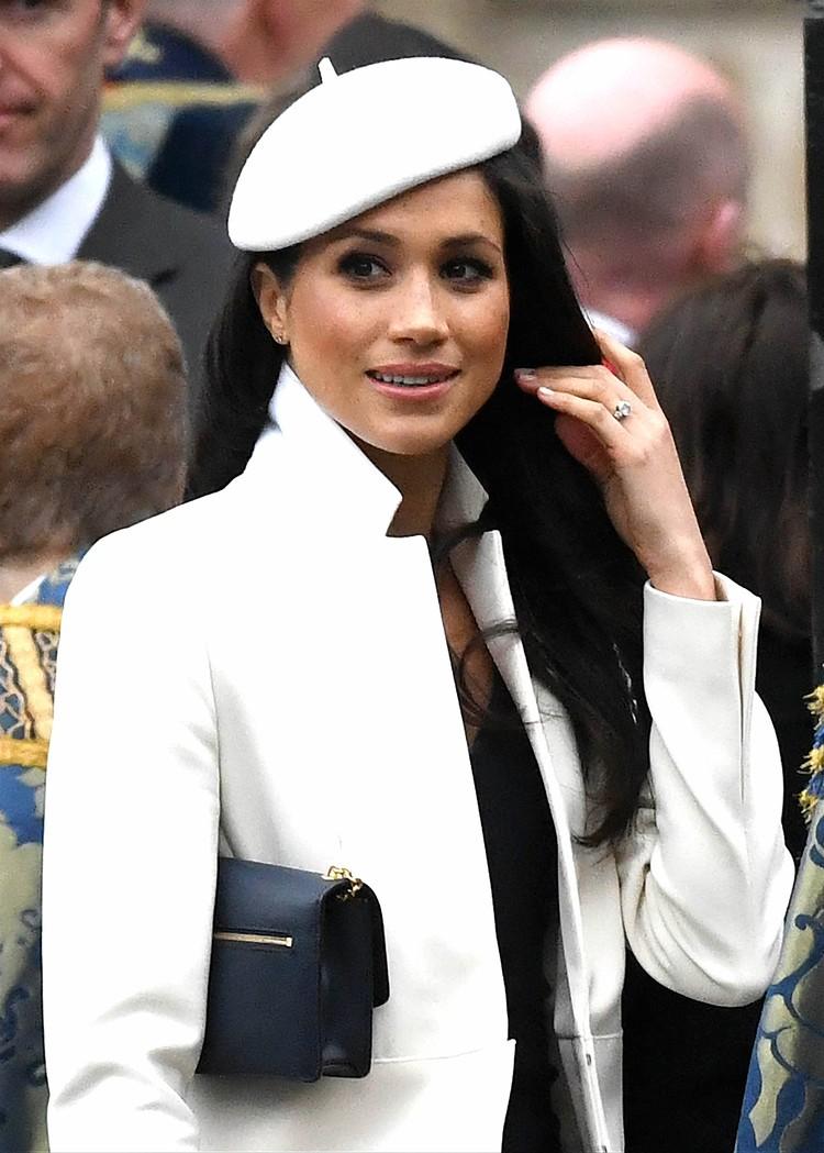 Британцы критиковали герцогиню Сассекскую за любовь к дорогой дизайнерской одежде.