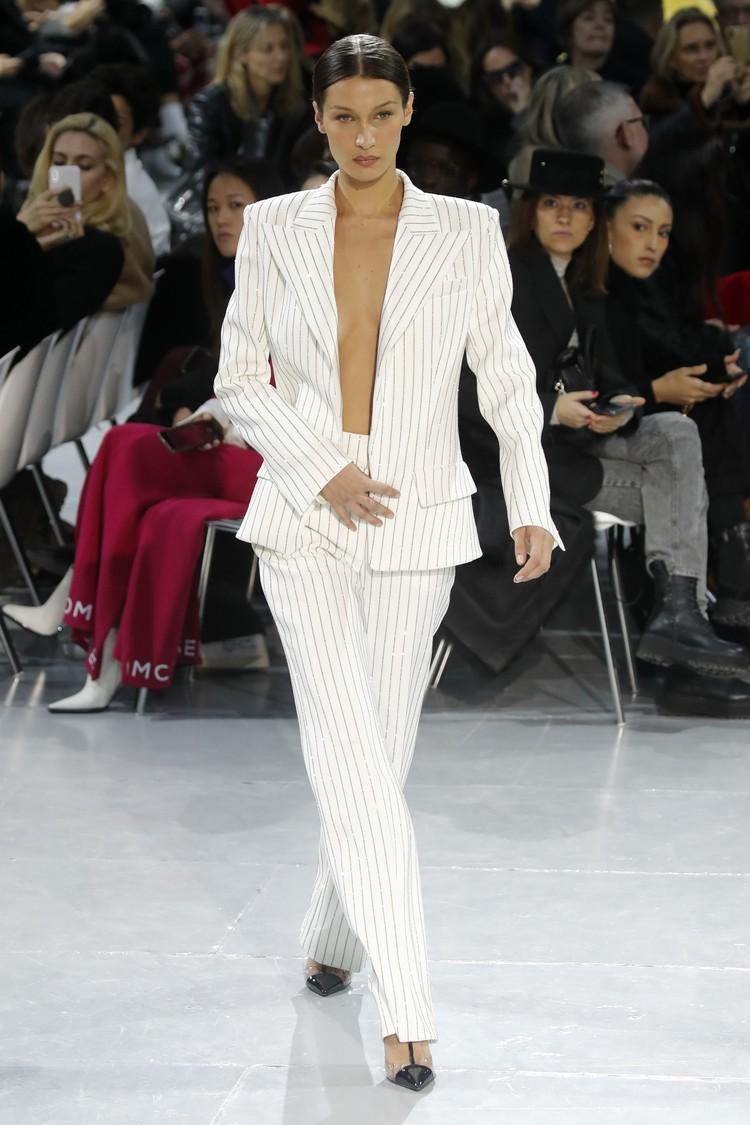 Белла стала звездой показа модного дома Alexandre Vauthier.