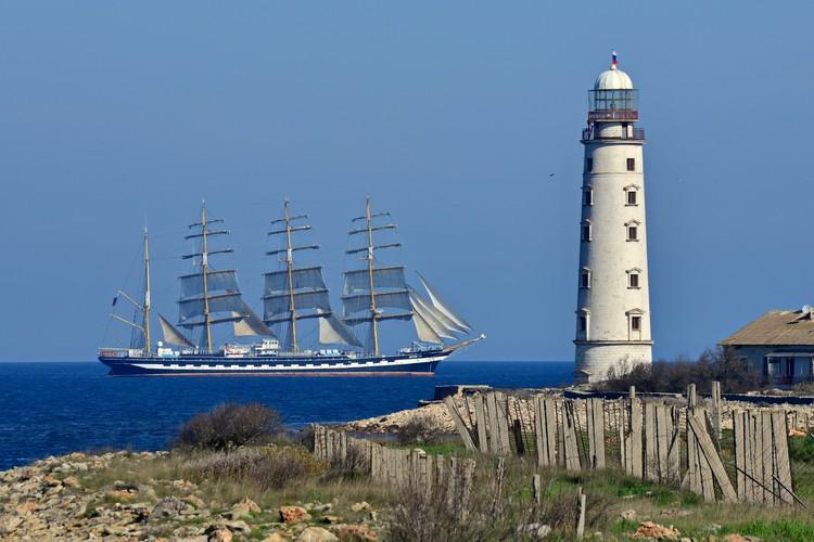Три Херсонеса: маяк, парусник и древний город