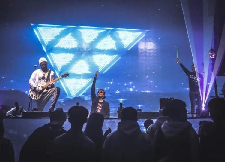 ROSTANY прервали свой тур в Китае после двух десятков концертов. Фото: Личный архив