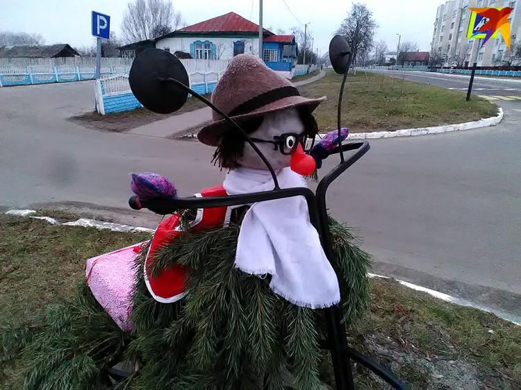 В Лоеве сделали оригинального «снеговика»