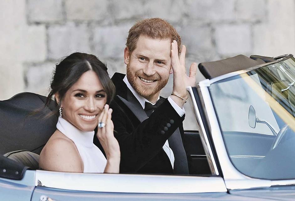 Кольцо с аквамарином принадлежало принцессе Диане. Гарри подарил его Меган на свадьбу: по традиции невеста должна надеть что-то голубое. Фото: GLOBAL LOOK PRESS