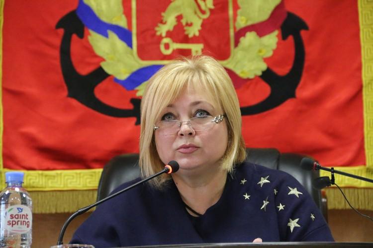 Мая Хужина проводит последнее заседание в должности председателя горсовета Керчи