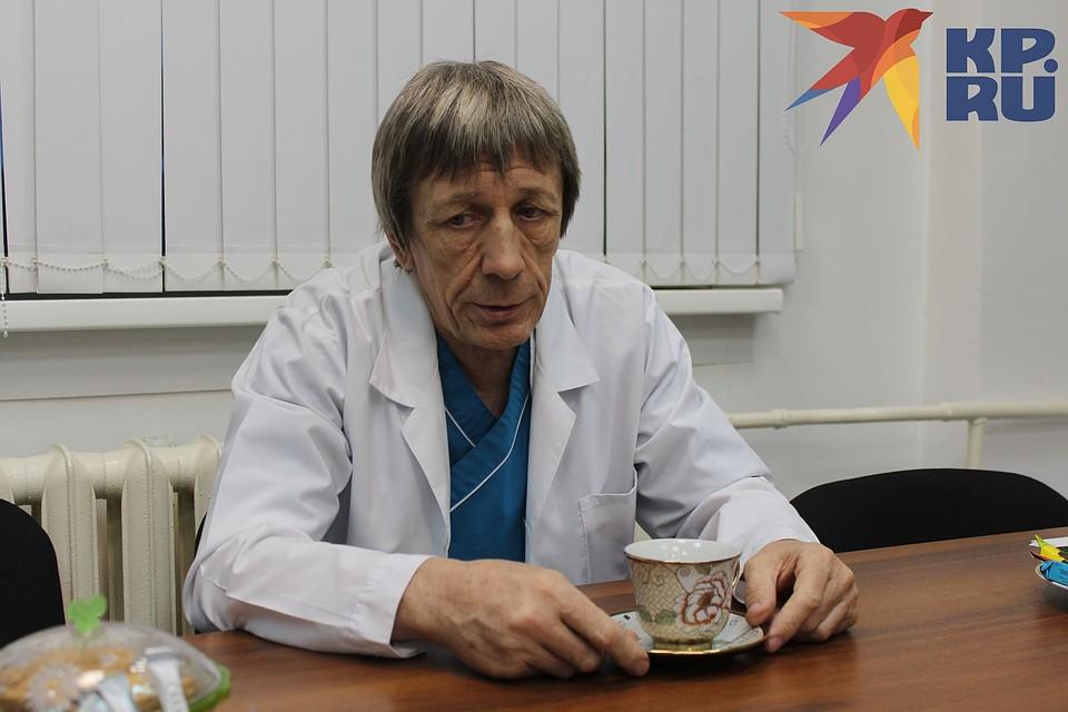 Александр Леляк вспоминает, как работал в одной из лабораторий «Вектора». Фото: Анна ПАШАГИНА