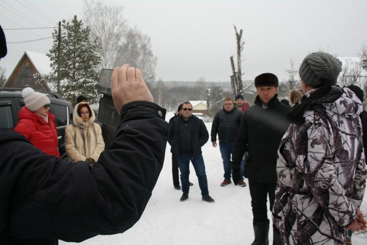 Активисты настойчиво просили представителей власти ответить на вопросы жителей