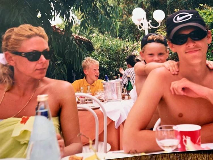 Алена Бондарчук с сыном Константином Крюковым и племянником Сергеем Бондарчуком-младшим