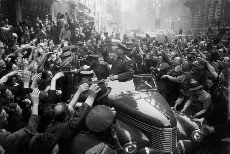 Командующий войсками 1-го Украинского фронта Маршал Советского Союза И.С. Конев в освобожденной Праге. Чехословакия, май 1945 г. Фото: Министерство обороны РФ