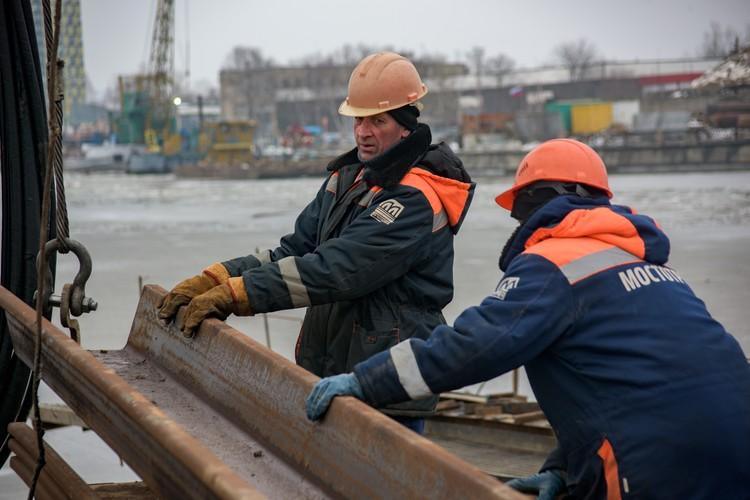 Опыт, полученный на стройке века, помогает в работе на других объектах. Фото: инфоцентр «Крымский мост»