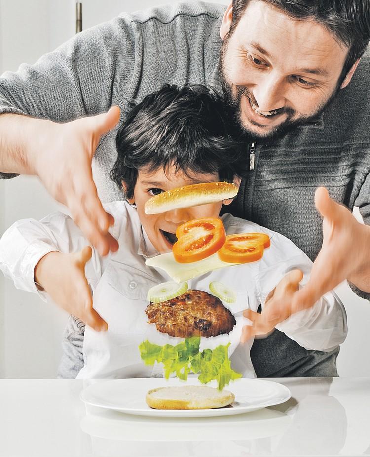 Сочный, мощный... Неужто скоро про гамбургер с натуральным мясом придется забыть?