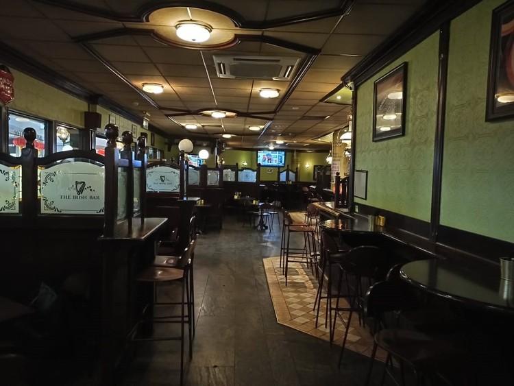 Пустой ресторан в Шереметьево.