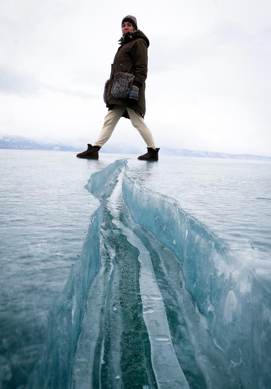 Дина Карпицкая на байкальском льду