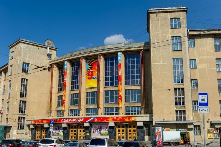 В годы войны ДК был ближайшим в Ленинграде к линии фронта.