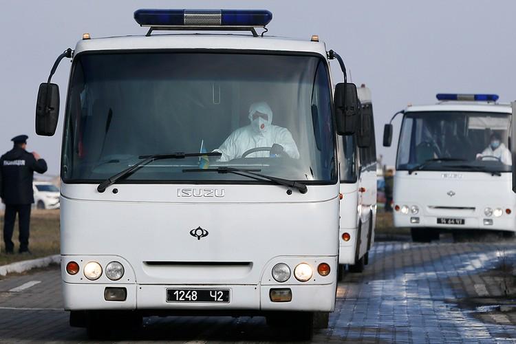 45 человек уже сутки содержатся в санатории МВД в украинском городке Новые Санжары