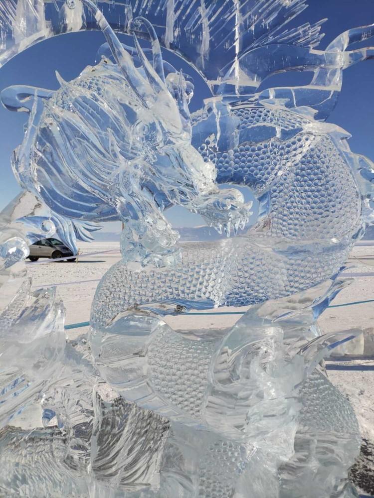 На коже ледяного дракона видны даже мельчайшие чешуйки