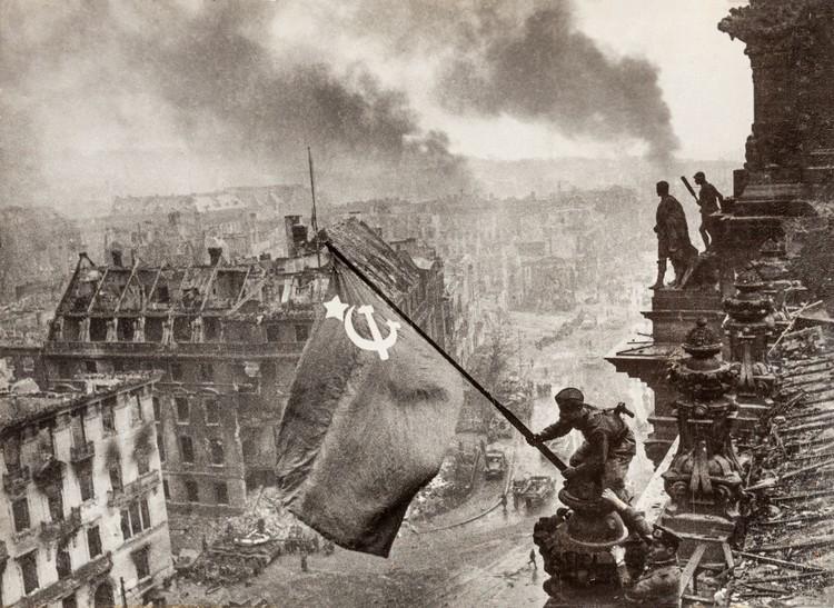 Знаменитое фото Халдея «Знамя Победы над Рейхстагом». Фото Е.Халдей ВКИКМЗ