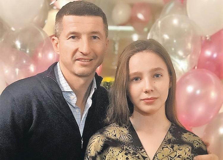 У экс-супруга Началовой Евгения Алдонина уже давно новая семья, но для старшей дочери Веры время у него всегда найдется. Фото: instagram.com