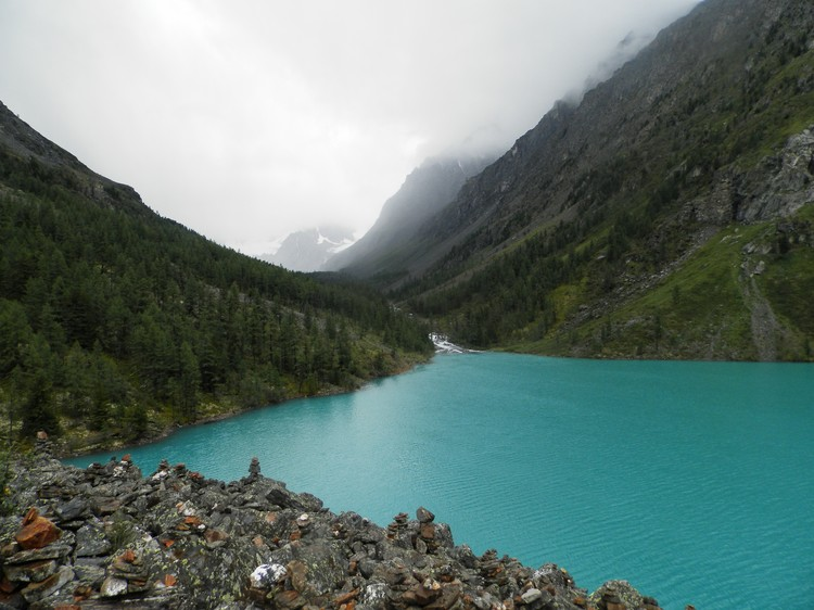 Шавлинские озера: привлекательная голубая вода - ледяная, ведь озера проточны и вода в них сходит с ледников