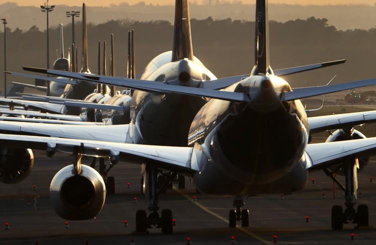 Припаркованные самолеты в крупнейшем авиаузле Германии, франкфуртском аэропорту.