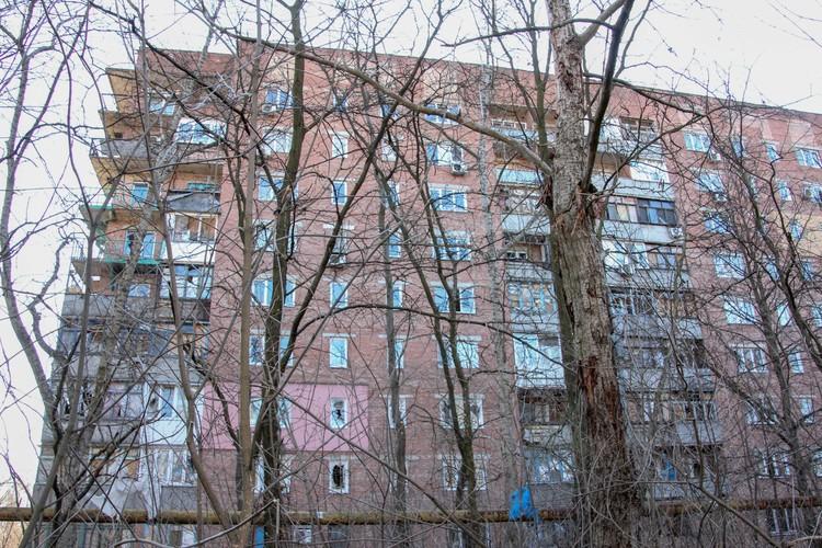 Под обстрел ВСУ попал девятиэтажный жилой дом