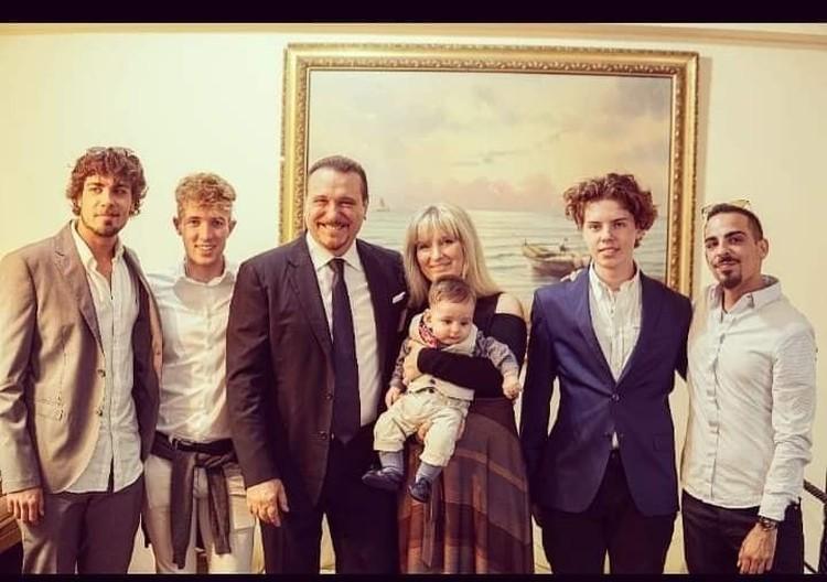 Челябинка Наталья Р. и ее большая итальянская семья. Фото: Архив героя публикации.