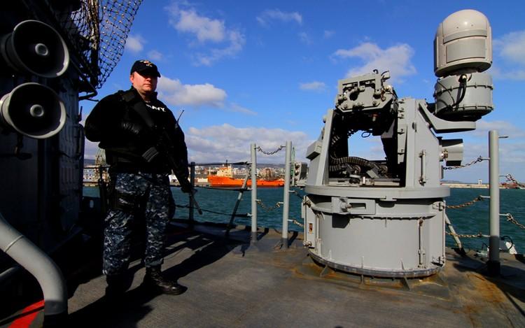 Попытки военных кораблей США зайти в Крым были постоянно еще с начала 2000-х