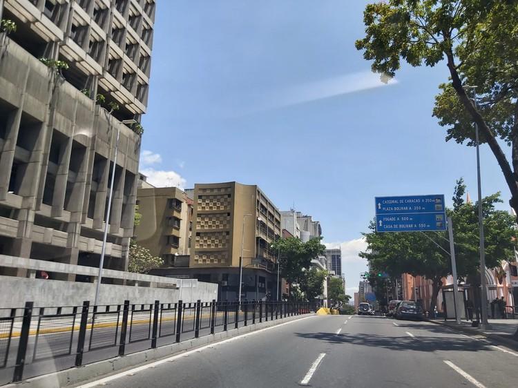 В центре Каракаса стало просторно, люди стараются не разгуливать по городу.